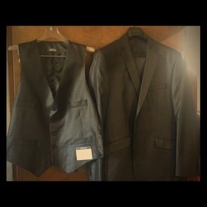 Kenneth Cole reaction 3 piece suit.